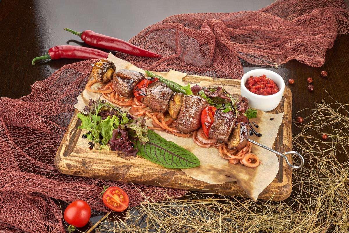 Закажите доставку Телятина на Шпажке с Овощами | Таверна Онейро