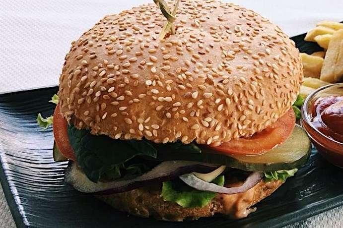 Закажите доставку Бургера с Телятиной из ресторана | Таверна Онейро