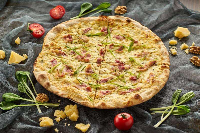 Закажите доставку в Алупке Пиццы Карбонара   Таверна Онейро